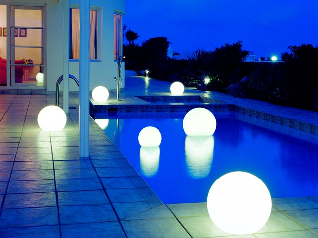 lampara flotante piscina